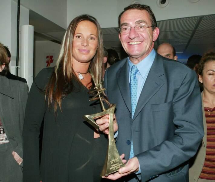 Autre récompense, Jean-Pierre Pernaut a reçu à quatre reprises le trophée du meilleur présentateur de JT à la cérémonie des Sept d'or. Ici en compagnie de Nathalie Marquay.