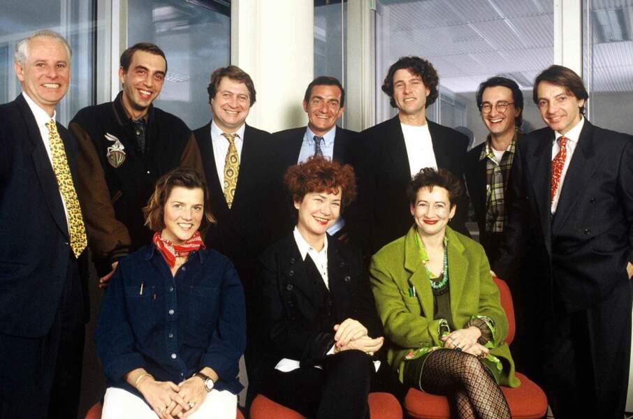 """L'équipe des animateurs de TF1 entoure leur productrice Pascale Breugnot, reine des """"reality show"""" des années 90."""