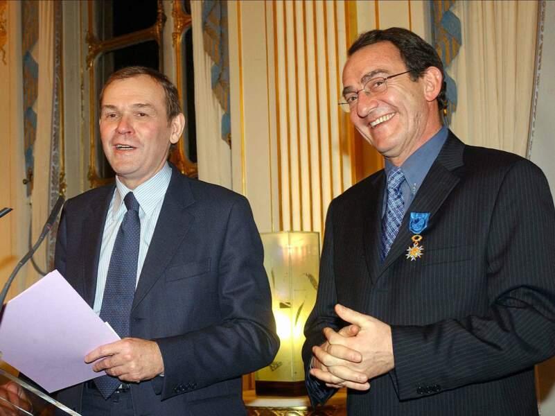 En 2004 il reçoit des mains du ministre de la Culture Jean-Jacques Aillagon les insignes d'officier de l'Ordre national du Mérite