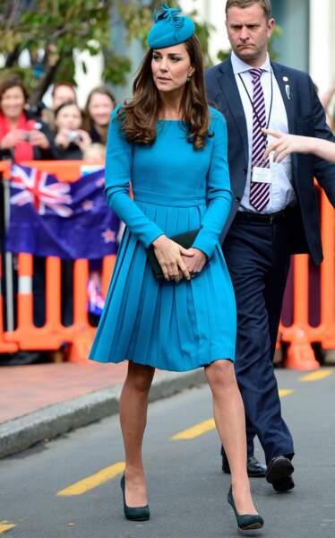 La duchesse de Cambridge porte une robe bleue signée Emilia Wickstead (Nouvelle-Zélande, 2014)