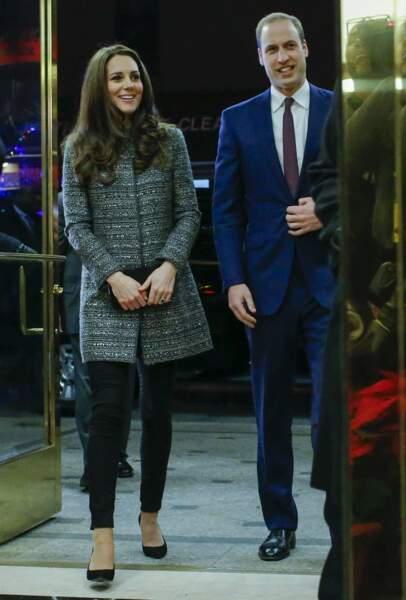 Lors de ses voyages aux Etats-Unis, Kate aime porter les tenues chic de la créatrice américaine très en vue Tory Burch (décembre 2014).