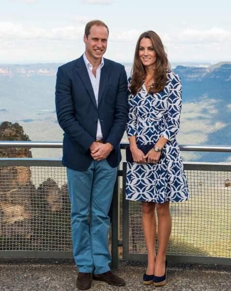 Kate Middleton porte une robe portefeuille aux imprimés graphiques de la créatrice Diane Von Furstenberg (Australie, avril 2014)