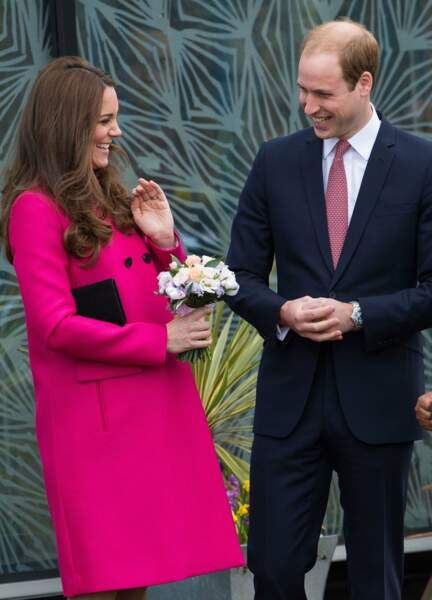 Que cache en ce mois de mars 2015 ce bouquet et ce manteau Mulberry rose ample: une petite Charlotte qui naitra deux mois après.