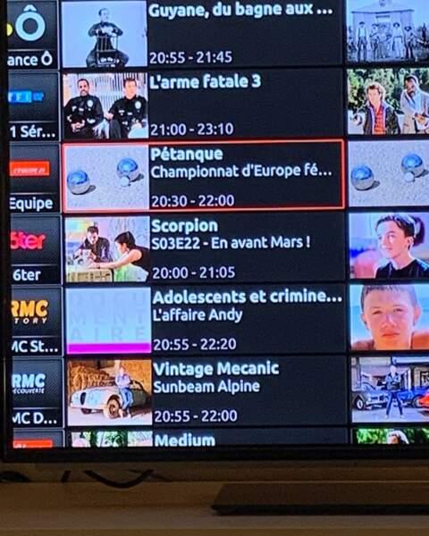 Mais comme beaucoup de Français, en ce moment, elle doit trouver comment s'occuper pendant le confinement : pourquoi pas un championnat de pétanque à la télé ?