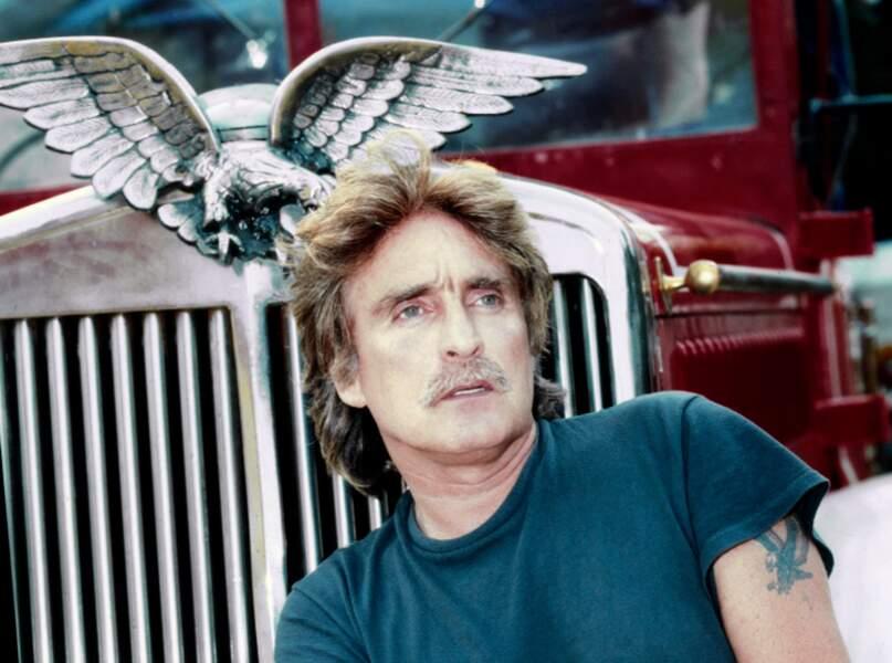 Christophe rêveur entre deux aigles aux ailes déployées (1990).