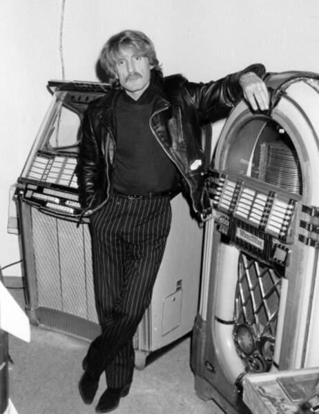 Christophe est un fan des années 1950 et un collectionneur d'objets, tels les juke-box (1984).