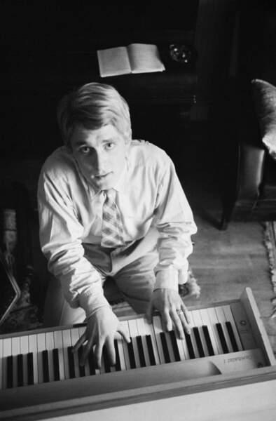 Christophe monte son premier groupe amateur en 1961 et enregistre son premier 45-tours deux ans plus tard.