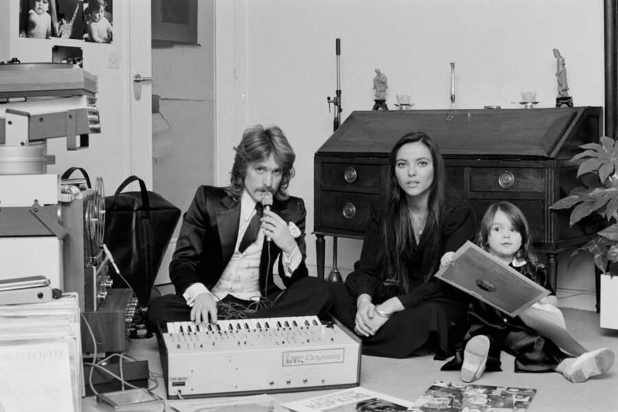 C'est avec Véronique, qu'il rencontre l'année suivante, que Christophe fait sa vie. Le couple, ici avec leur fille Lucie en 1974, reste uni pendant près de trente ans.