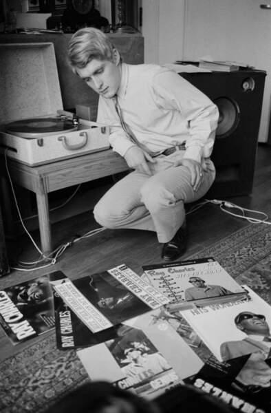 Jeune adolescent, il découvre le blues avec John Lee Hooker puis les disques de Ray Charles. Ici en 1963.