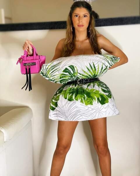 Sarah Lopez a choisi un oreiller plus exotique, de quoi oublier le confinement !