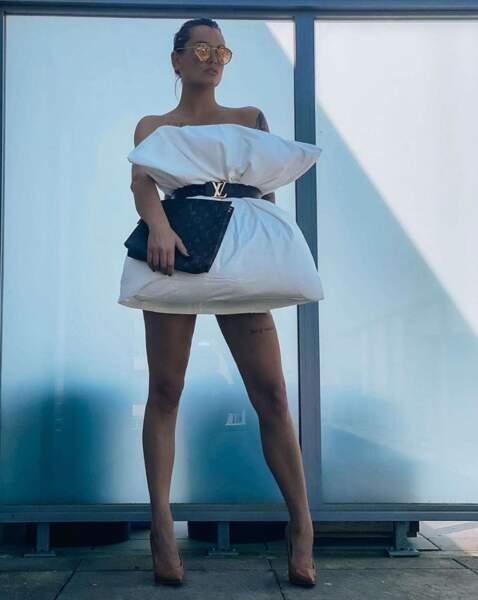 Aurélie Dotremont a choisi d'assortir sa tenue à des accessoires Louis Vuitton !