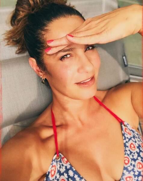 Le climat était tout autre chez Elisa Tovati, tout bikini dehors.