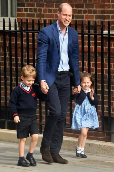 George et Charlotte accompagne le prince William pour assister à un grand événement : faire connaissance avec leur petit frère !