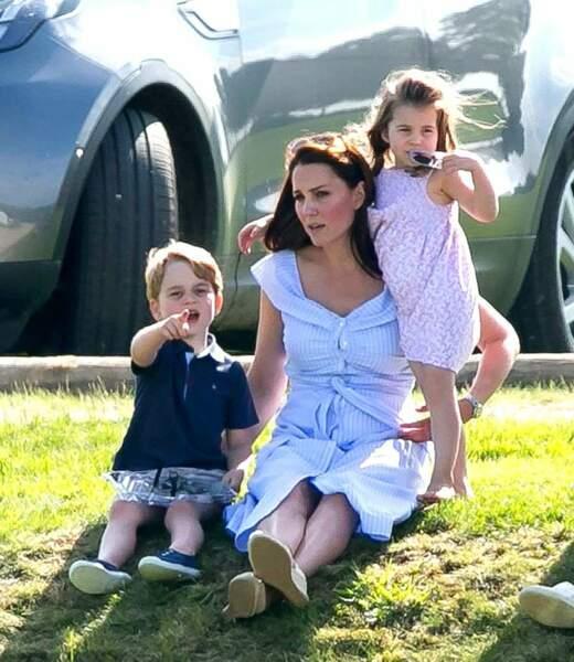 Moment complice pour Kate et ses deux aînés en mode détente