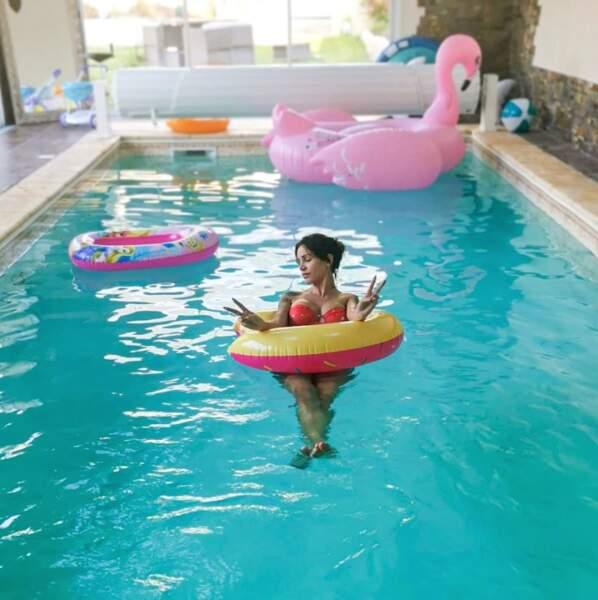 Julia Paredes profite de sa piscine intérieure (chanceuse !)