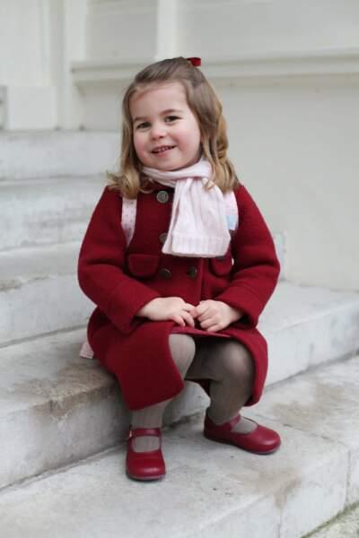 Janvier 2018 : pour son premier jour, Charlotte est très fière d'entrer à la crèche de la Willcocks Nursery School !
