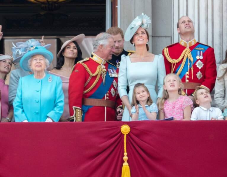 Il est également resté à la maison lors de la cérémonie Trooping the Colour... en revanche, Charlotte et son grand frère George n'ont pas raté l'événement !