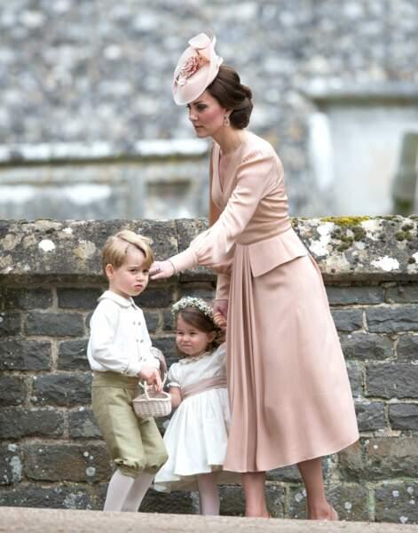 George et Charlotte, enfants d'honneur au mariage de leur tante Pippa : heureusement que Kate les surveille !