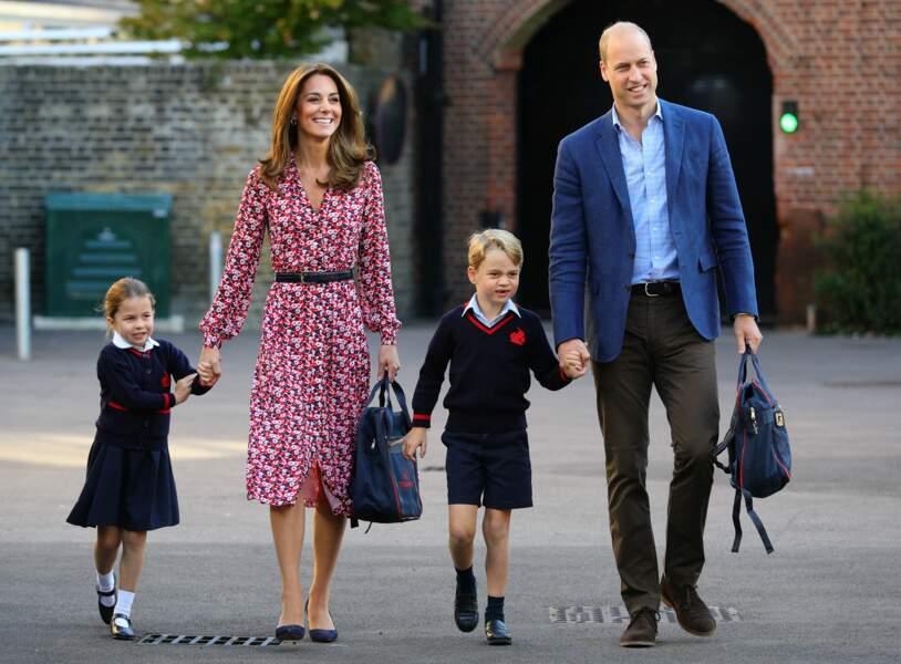 Port de l'uniforme obligatoire ! Le 5 septembre, Charlotte fait sa première rentrée avec son frère George à la Thomas's Battersea School de Londres