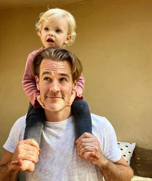 Et Gwendolyn avait un fauteuil de choix en la personne de son papounet, James Van Der Beek.