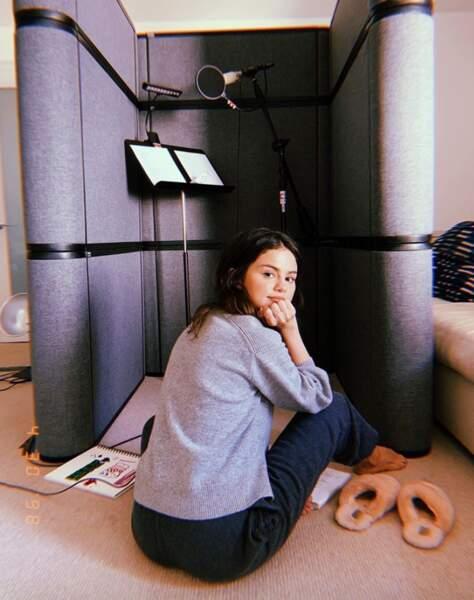 Ensemble, nous allons faire un tour des comptes Instagram de nos stars favorites, comme Selena Gomez qui bosse depuis chez elle.