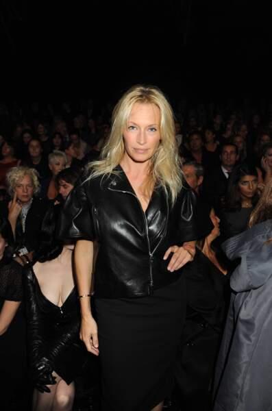 On adore cette tenue rock à l'occasion d'un défilé Dior à Paris en 2009.