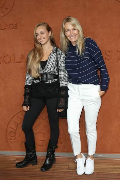 Et cool mum avec sa fille Emma Smet à Roland-Garros en 2018.