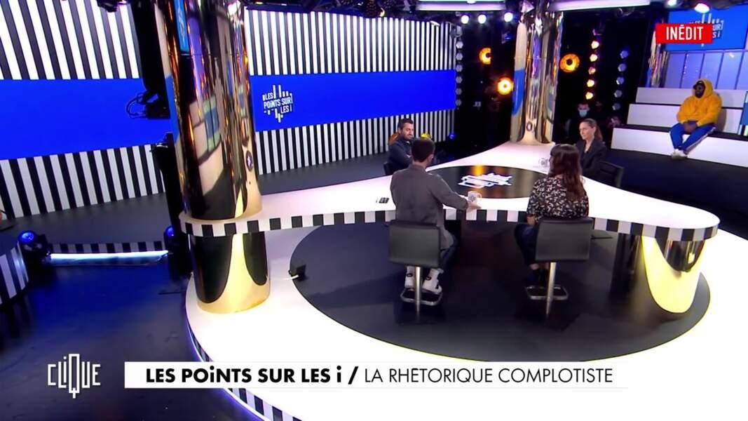 """Sur les talk-shows, c'est un retour à la normale """"distancé""""."""