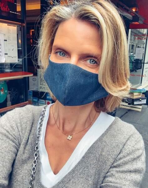 Sylvie Tellier a choisi un masque assorti à ses jolis yeux