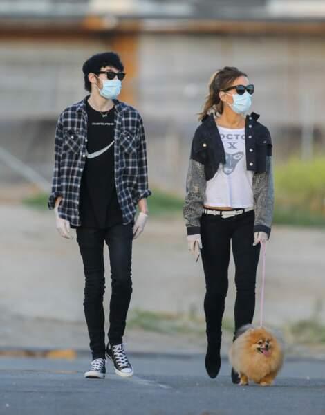 Kate Beckinsale et Goody Grace ont sorti les masques, les gants et le toutou pour se balader à Malibu