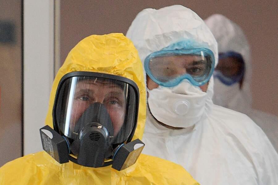 Excessif, Vladimir Poutine ? Le dirigeant russe a sorti le grand jeu pour visiter un centre médical accueillant des malades du Covid-19