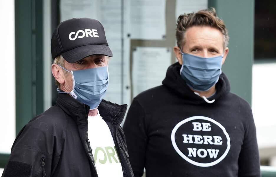 Sean Penn arbore masque et casquette pour visiter un centre de dépistage du coronavirus qu'il a monté avec CORE, son ONG