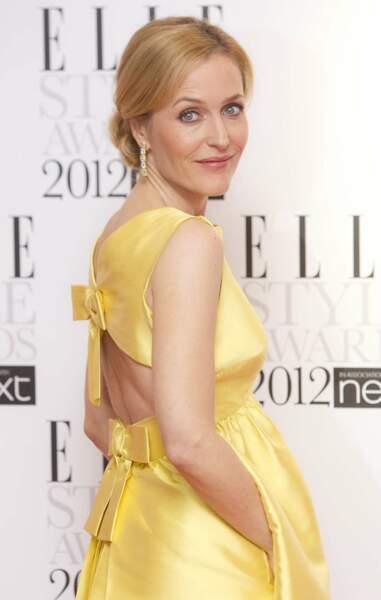 Sur le tapis rouge du Britain Elle Style Awards en 2012, l'actrice  adopte un style beaucoup plus classique