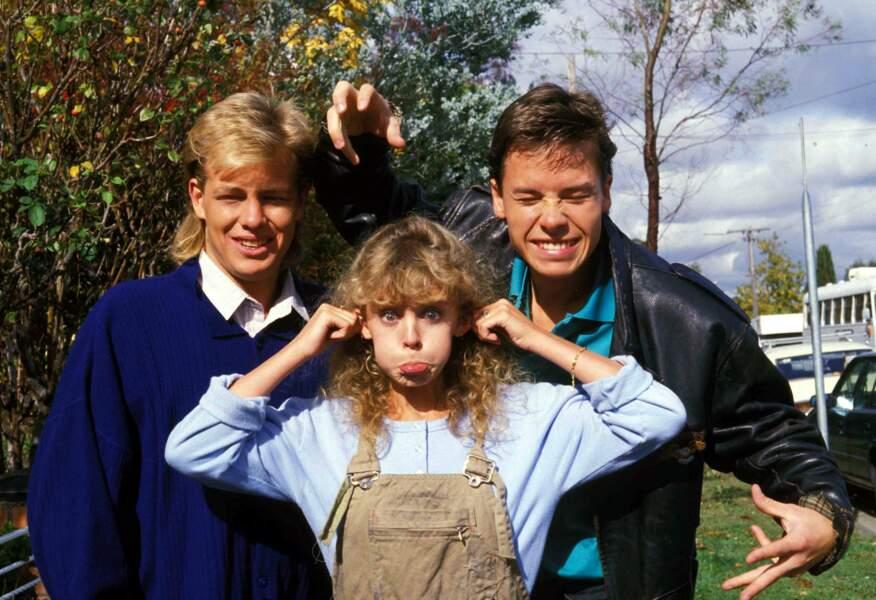 """Kylie Minogue rencontre son premier succès avec la série  australienne """"Neighbours"""" en 1986. Ici sur le plateau avec Jason Donovan qui devient son petit ami"""