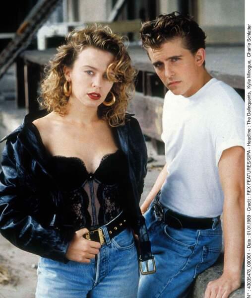 """Kylie Minogue poursuit sa carrière de comédienne dans """"The delinquents"""" en 1989"""