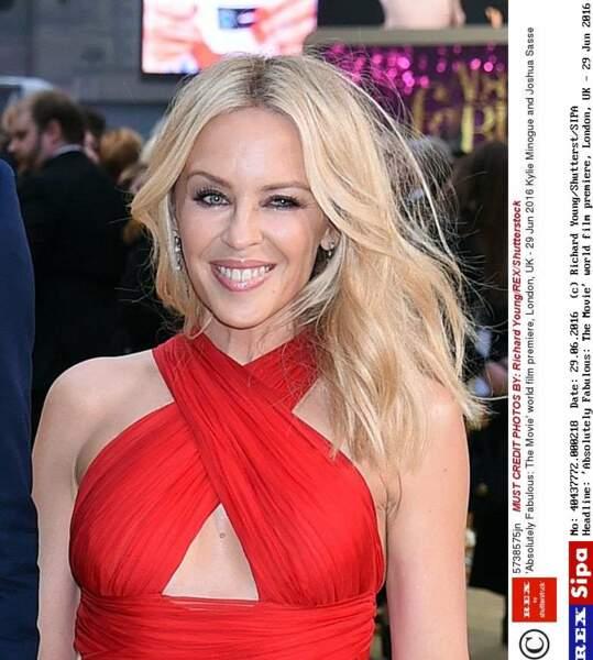 """Kylie Minogue pour la première du film  """"Absolutely Fabulous"""" en 2016"""