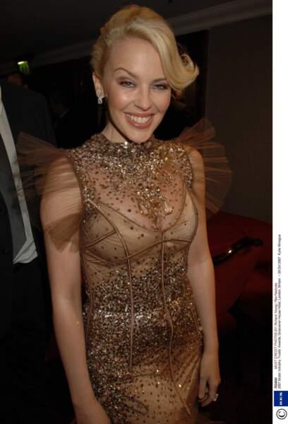 Après une année de repos, Kylie Minogue revient dans l'actualité en apportant un soin particulier à son apparence physique (Londres, 2007)