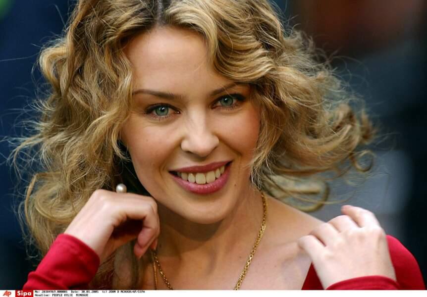 Kylie Minogue, au naturel à  l'âge de 37 ans.en ce début d'année 2005. Elle découvre pourtant quatre mois plus tard qu'elle souffre d'un cancer du sein.