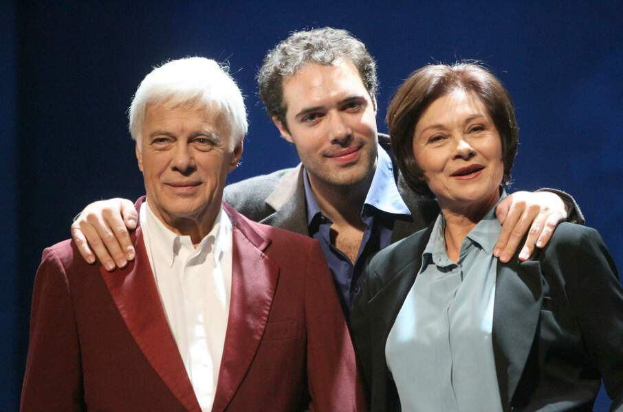 """Guy Bedos et Macha Méril dans la pièce de son fils Nicolas Bedos  :""""le Voyage de Victor """"(2009)"""