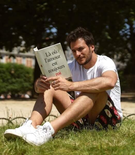 Et Amir a fait un peu de lecture au parc.