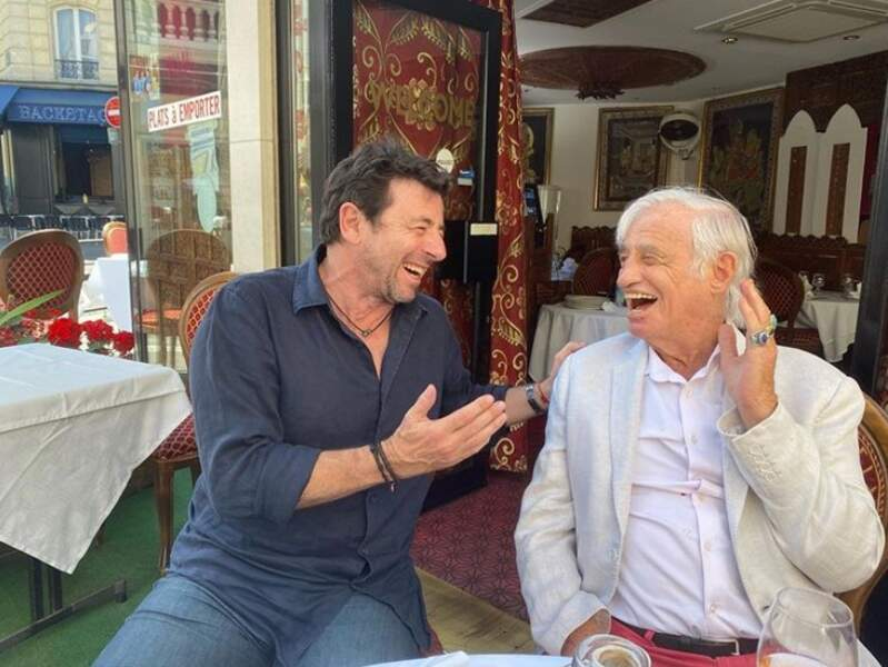 Patrick Bruel et Jean-Paul Belmondo étaient réunis en terrasse, masques non-inclus.