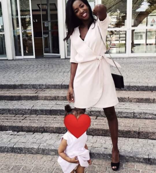 Hapsatou Sy a choisi de montrer une photo de sa fille en prenant le soin de lui flouter le visage
