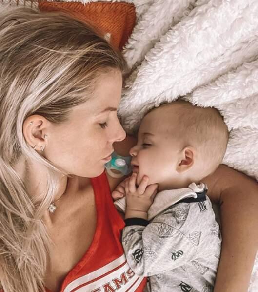 La star de télé-réalité Jessica Thivenin a célèbre sa première fête des mères avec une superbe photo d'elle et de son bébé