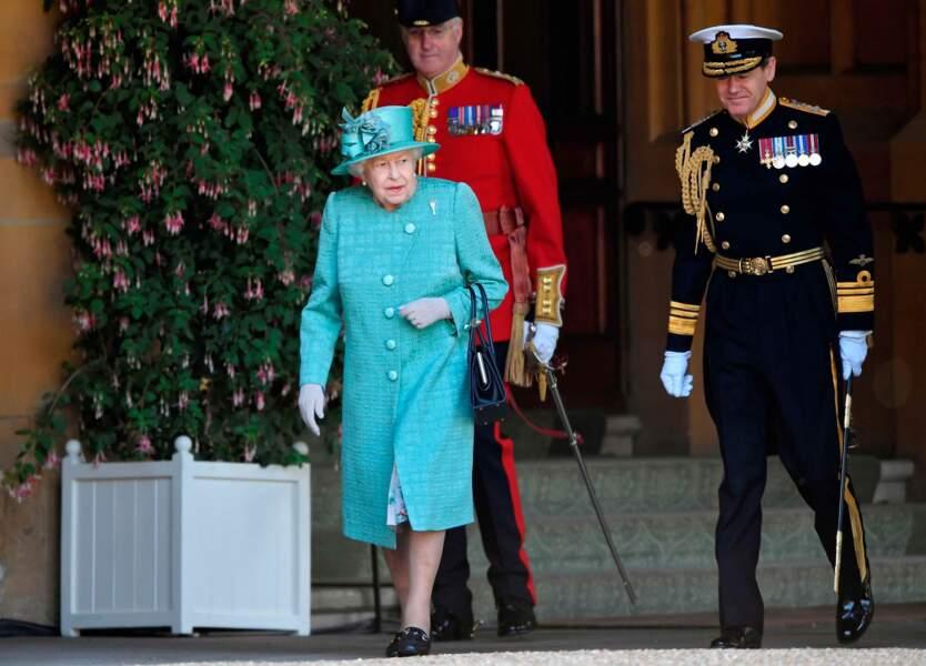 Elisabeth II toujours sous bonne escorte