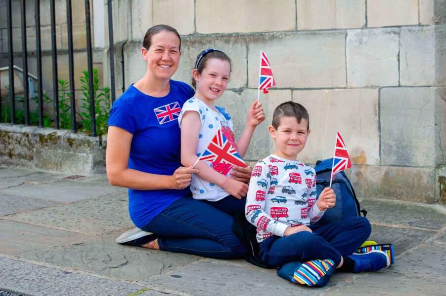 Les Anglais heureux de célébrer leur reine sans masque