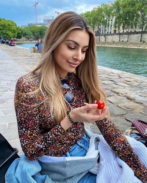 Candice Pascal mangeait des tomates cerises sur les quais de Paris.