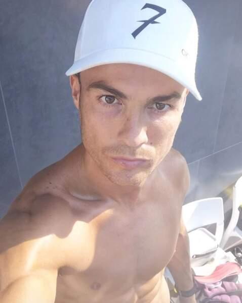 Un peu de sexy avant de nous quitter : Cristiano Ronaldo torse nu.