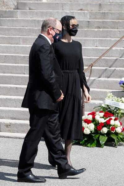 Le couple souverain à son arrivée à la cathédrale