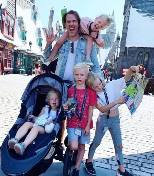 Etre papa de cinq enfants ? Ca l'amuse à James Van Der Beek (Dawson) !