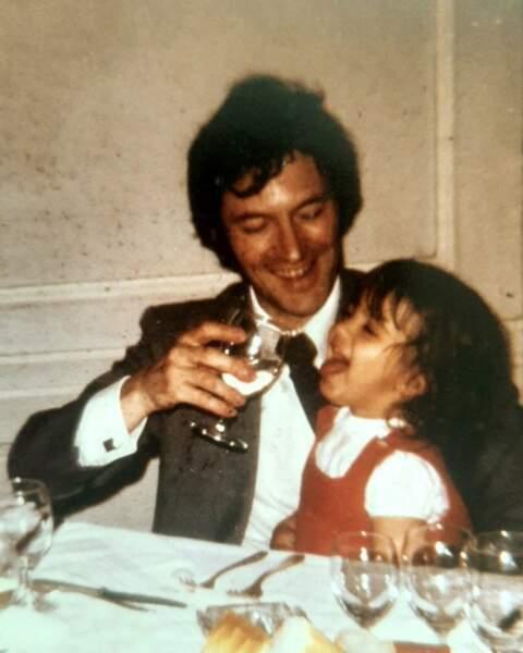 """Hélène Médigue (Plus belle la vie) a """"adoré squatté"""" les genoux de son papa quand elle était petite"""